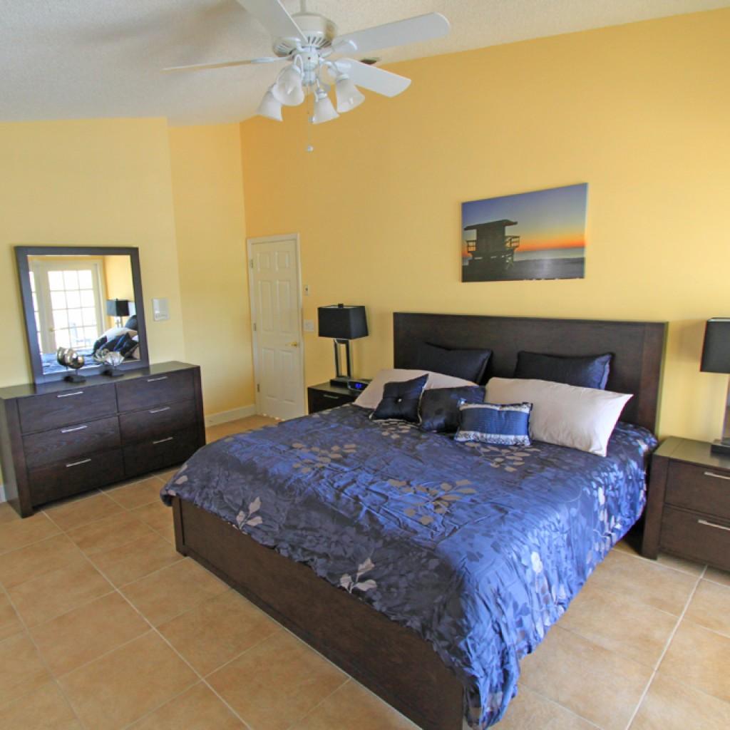 Hauptschlafzimmer mit King-Bett